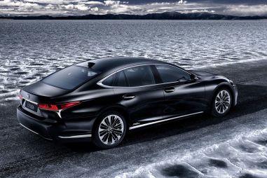 Lexus представит в Женеве гибрид LS 500h