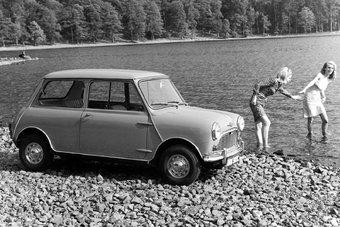 Многие владельцы Mini первого поколения нуждаются в новом кузове, поскольку машины в силу почтенного возраста страдают от ржавчины.