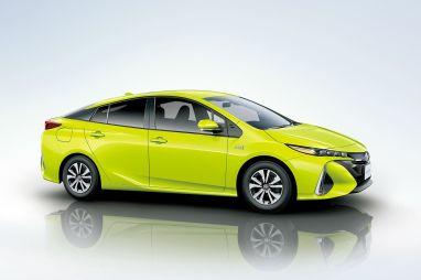 В Японии начались продажи Toyota Prius PHV нового поколения