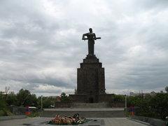 Памятник Мать-Армения в Ереване