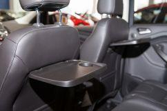 Дополнительно: Откидные столики на спинках передних сидений