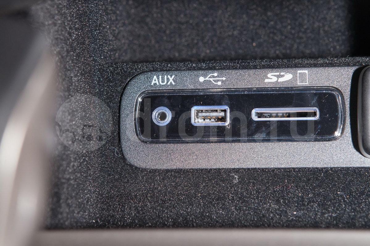 Дополнительное оборудование аудиосистемы: 9 динамиков с сабвуфером, усилитель 506 Вт, USB, разъем для SD карт