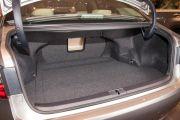 Объем багажника, л: 490