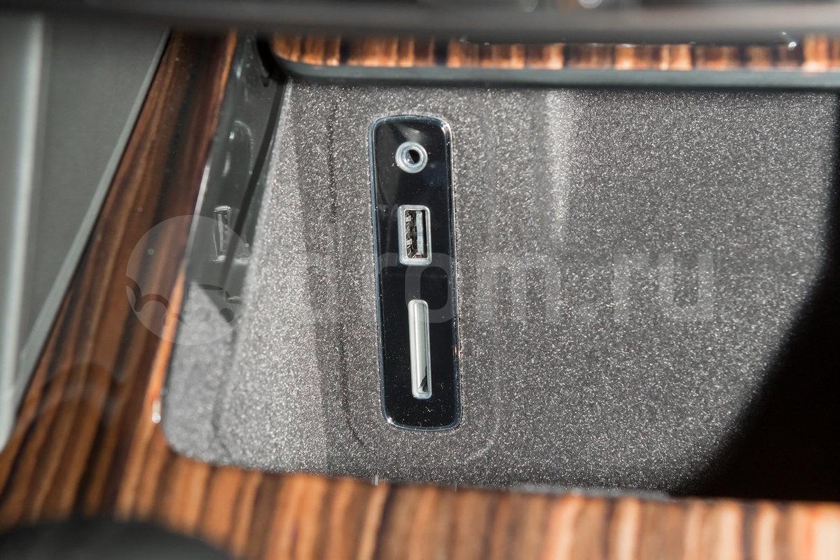 Дополнительное оборудование аудиосистемы: Премиум-аудиосистема Bowers&Wilkins с объемным звучанием (опиця), USB, AUX