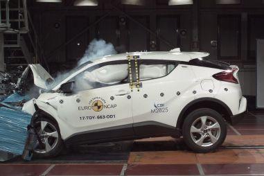 В Европе проверили на прочность Toyota CH-R и Land Rover Discovery