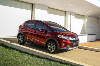 В Индии Honda WR-V стоит от 775 тысяч рупий — это чуть менее 700 тысяч рублей по нынешнему курсу.