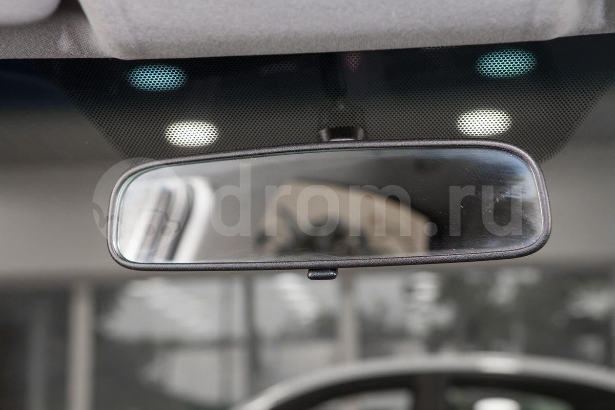 Самозатемняющееся зеркало заднего вида: нет