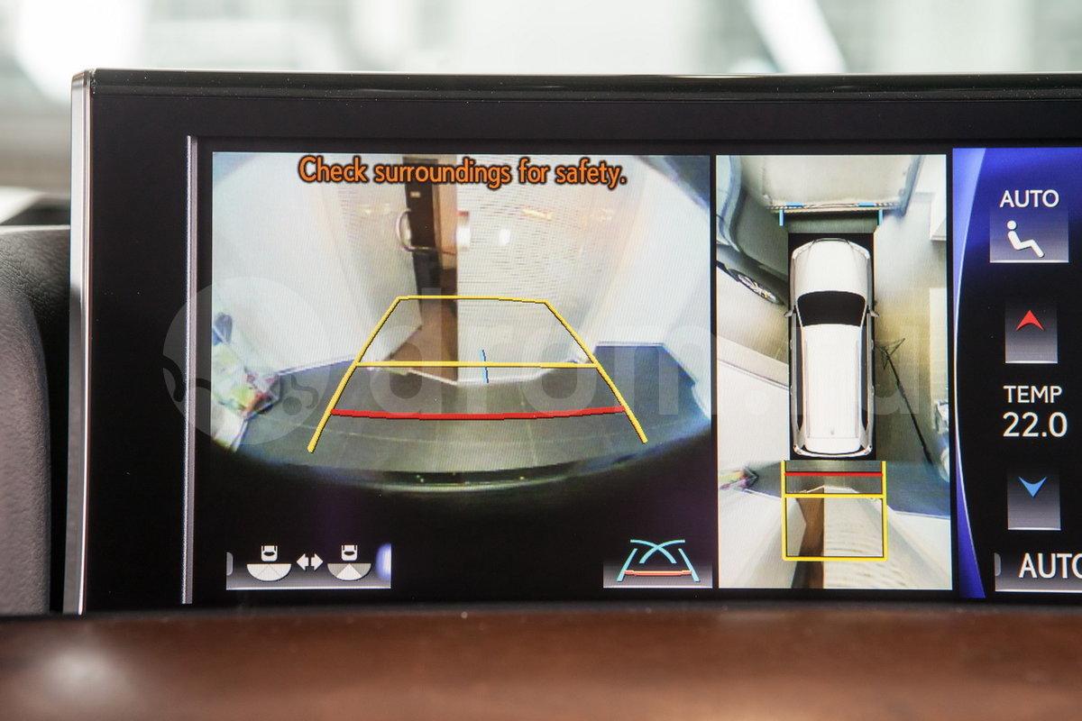 Камера заднего обзора: да