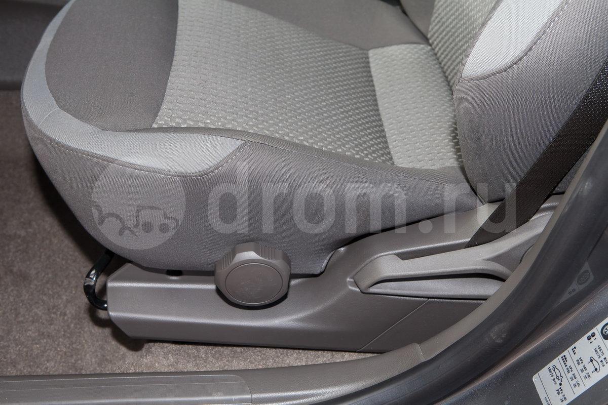 Регулировка передних сидений: Механическая регулировка водительского сиденья в 2 направлениях, пассажирского в 2 направлениях