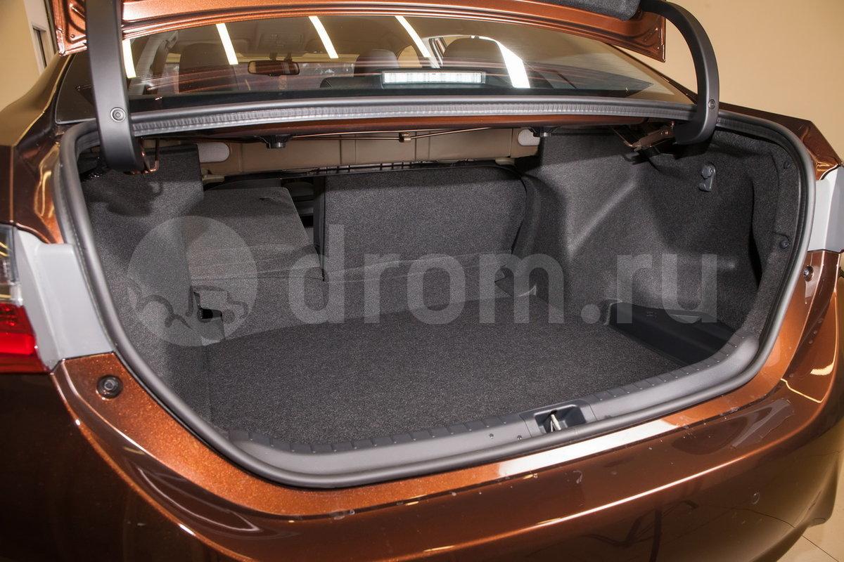Вместимость багажника, л: 452