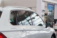 Дополнительно: Хромиромированная отделка элементов экстерьера;<br /> Cкладное тягово-сцепное устройство с электроприводом Trailer Assist (опция);<br /> Накладки на пороги (опция);<br /> Складные столики на спинках передних сидений