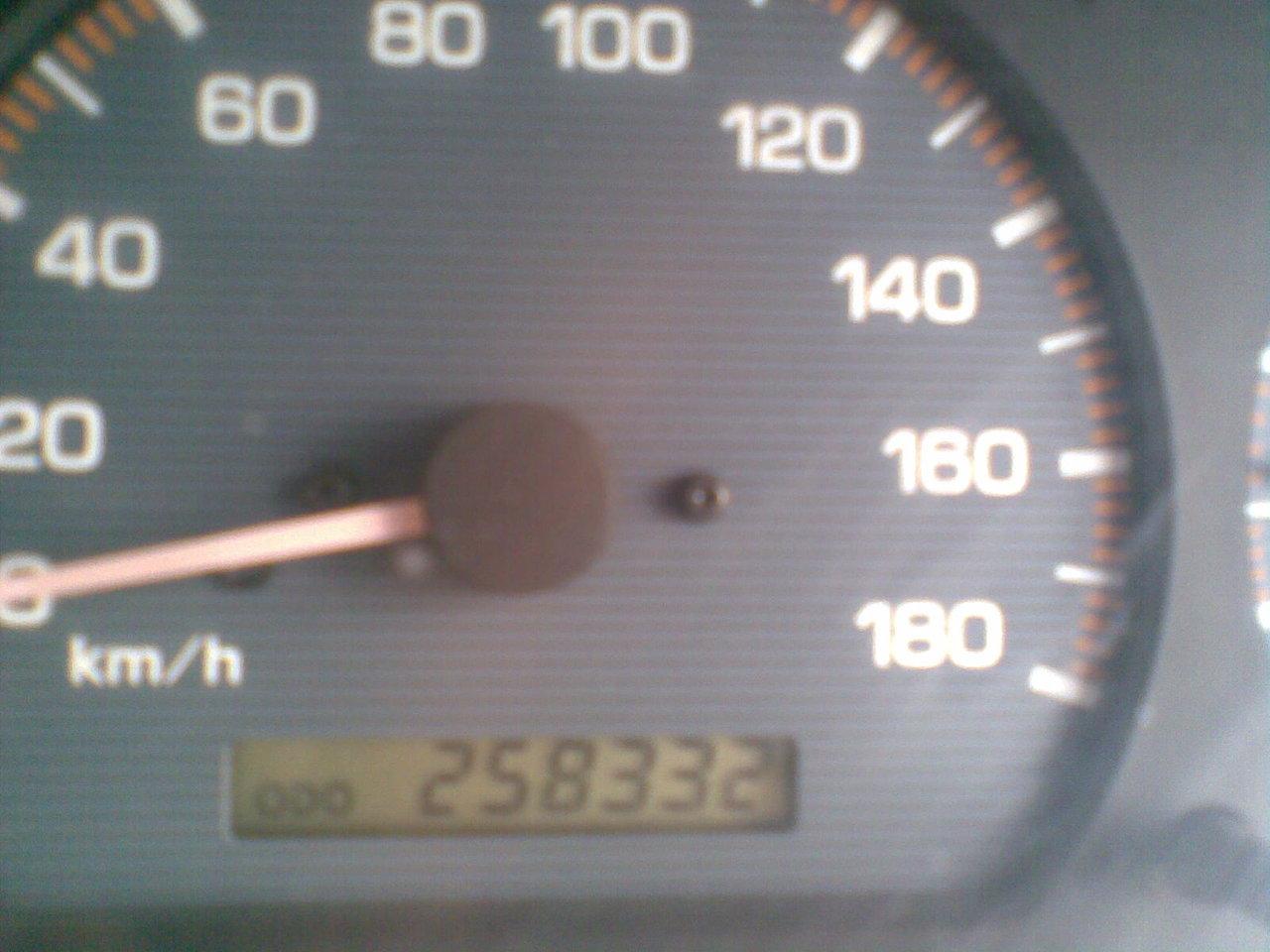 mazda demio 1999 г. сегодня ехал и на резком повороте скрежит и больше не едит