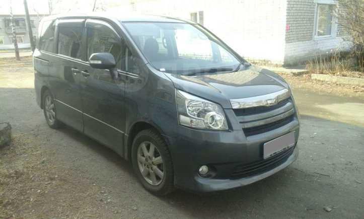 Toyota Noah, 2009 год, 775 000 руб.
