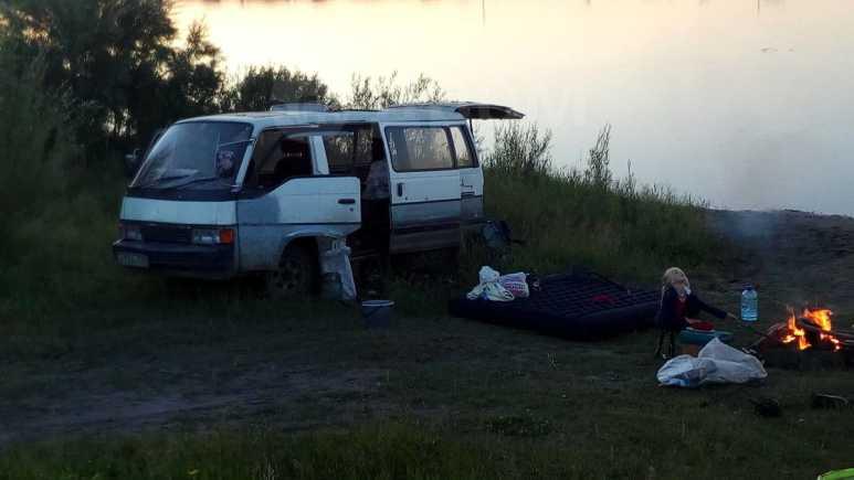 Nissan Homy, 1989 год, 100 000 руб.