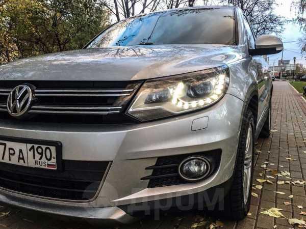 Volkswagen Tiguan, 2011 год, 990 000 руб.
