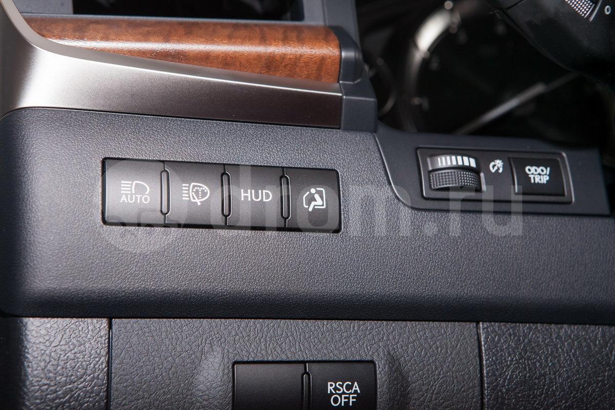 Дополнительно: Функция комфортного выхода/входа водителя; Солнцезащитные шторки для пассажиров 2-ого ряда сидений; Беспроводное зарядное устройство для смартфона; Вентиляция сидений второго ряда
