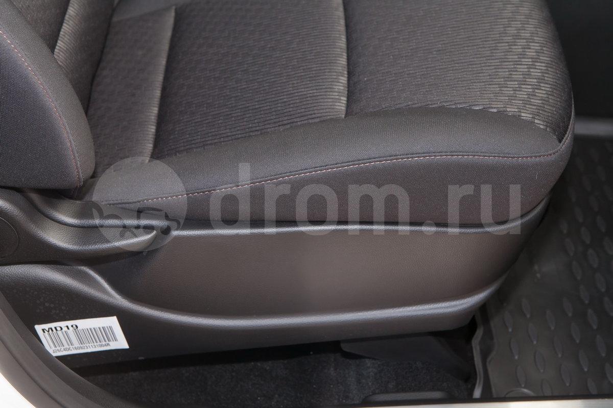 Регулировка передних сидений: электрорегулировка сиденья водителя, механическая регулировка сиденья пассажира