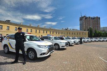 Японскими гибридами в МВД Украины заменяют российские Лады и УАЗы.