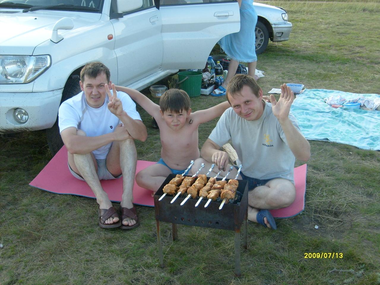 С лева на право:  Я, мой сын и шурин Лёха.