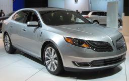 Lincoln MKS, 2015