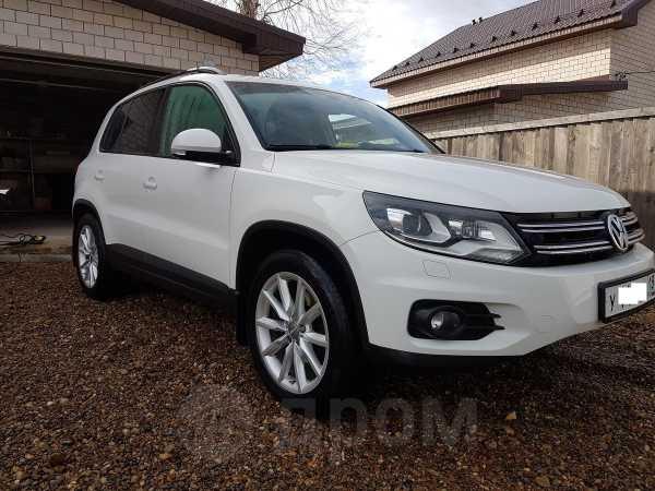 Volkswagen Tiguan, 2011 год, 865 000 руб.