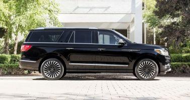 Внедорожник Lincoln Navigator нового поколения получил удлиненную версию
