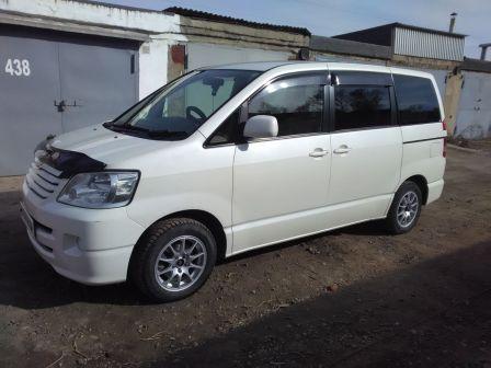 Toyota Noah 2003 - отзыв владельца