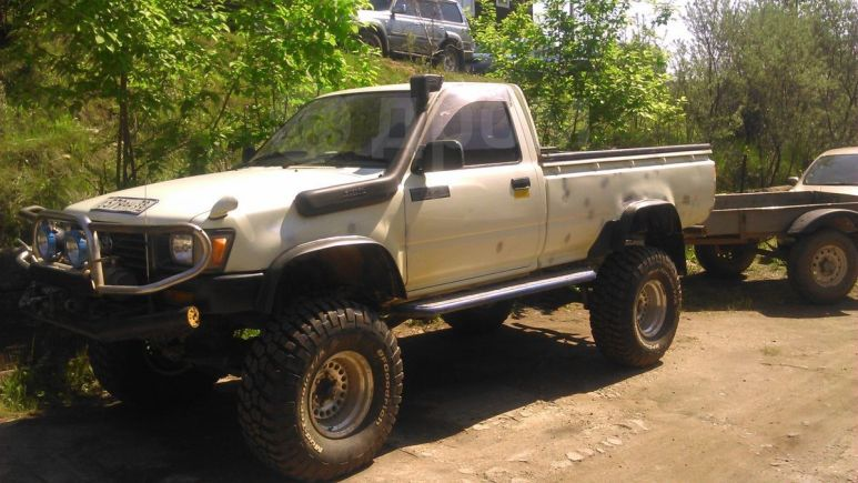 Toyota Hilux Pick Up, 1995 год, 580 000 руб.