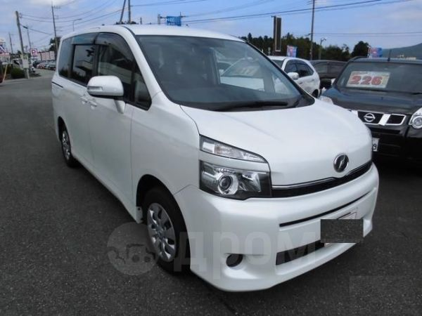 Toyota Voxy, 2012 год, 2 140 000 руб.