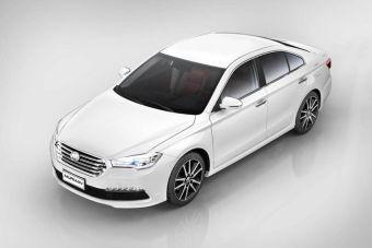 По своим размерам новинка похожа на Toyota Camry, но пока в ее активе только 1,8-литровый мотор и «механика».
