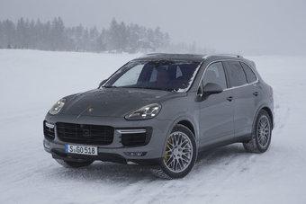 До исправления конструкции Минтранс ФРГ наложил запрет на регистрацию новых Porsche Cayenne с 3-литровыми дизелями.