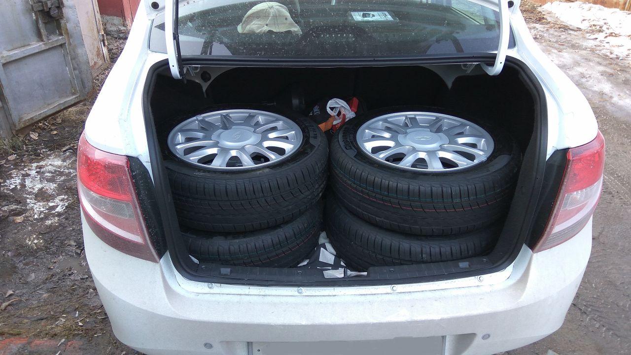 4 колеса на 15. И при этом в багажнике еще очень много места осталось