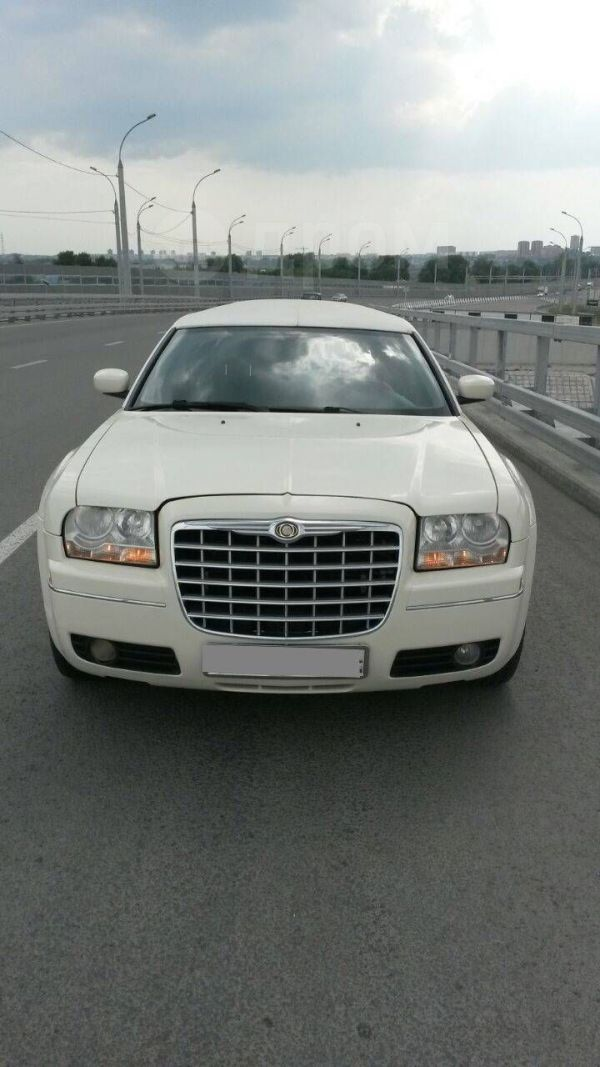 Chrysler 300C, 2005 год, 690 000 руб.