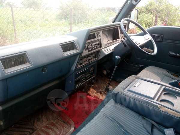 Nissan Caravan, 1989 год, 75 000 руб.