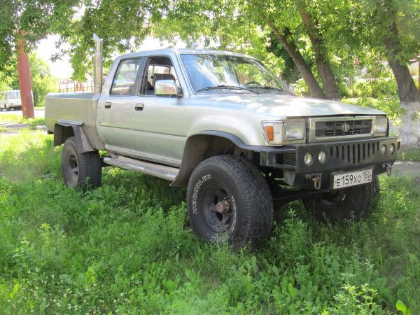 Toyota Hilux Pick Up, 1992 год, 479 000 руб.