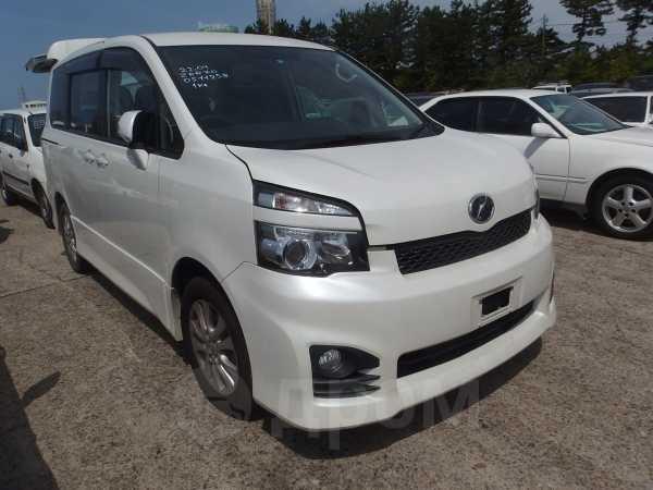 Toyota Voxy, 2012 год, 1 300 000 руб.