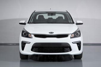 Базовый седан с двигателем 1.4 (99 л с.) и 6-ступенчатой механической коробкой передач стоит 669 900 рублей.