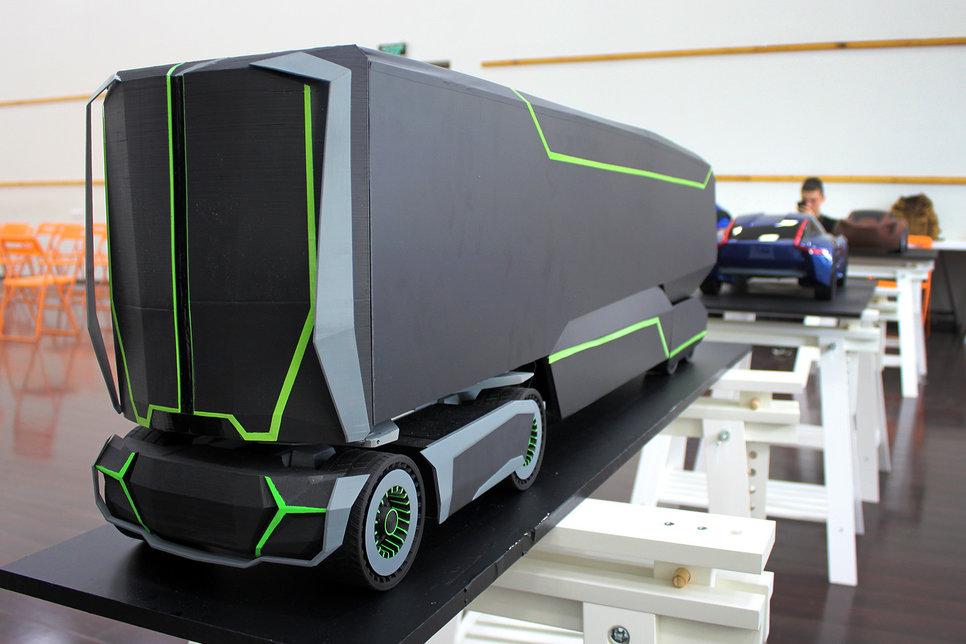 Какими видят автомобили будущего российские студенты Обзор  Дизайн сочетает в себе ощущения технологий будущего динамику монолитность и мощность Компоновка транспортного средства предполагает как перевозку