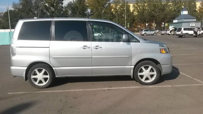 Toyota Voxy, 2006 год, 580 000 руб.