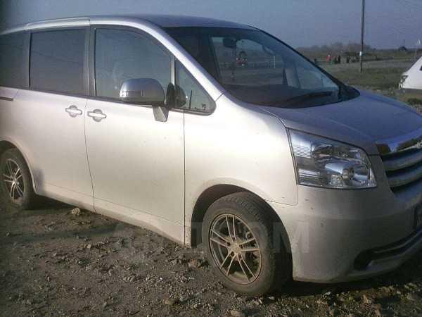 Toyota Noah, 2008 год, 850 000 руб.