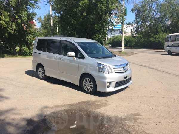 Toyota Noah, 2013 год, 1 185 000 руб.