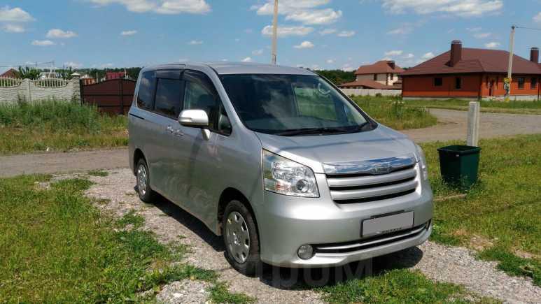 Toyota Noah, 2008 год, 825 000 руб.