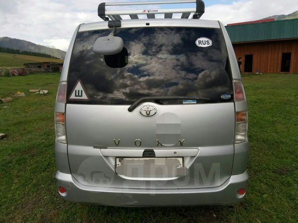 Toyota Voxy, 2003 год, 455 000 руб.
