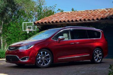 Минивэн Chrysler Pacifica появился на российском рынке. Цена — 3,89 млн рублей
