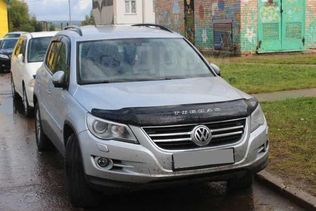 Volkswagen Tiguan, 2010 год, 835 000 руб.