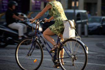 Штраф за непропуск пешеходов и велосипедистов вырастет с 1,5 тысяч до 2,5 тысяч рублей.