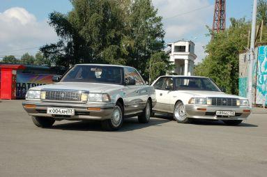 Народное ретро: Toyota Crown MS135/UZS131. Два рояля