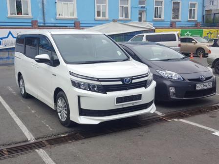 Toyota Voxy 2015 - отзыв владельца