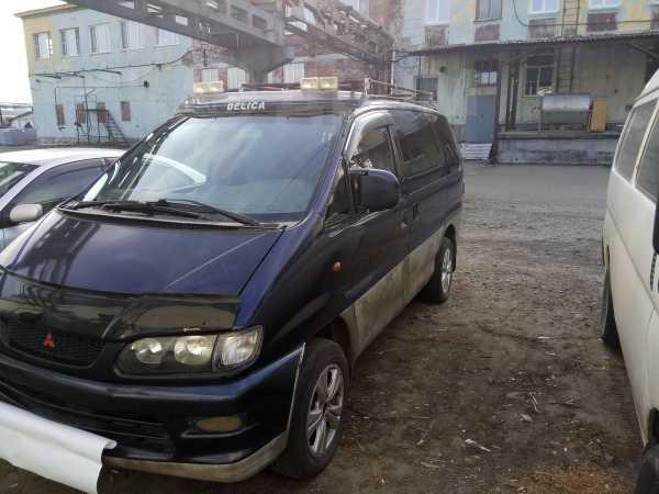 Mitsubishi Space Gear, 2000 год, 300 000 руб.