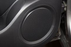 Дополнительное оборудование аудиосистемы: USB, AUX, 6 динамиков, аудиосистема